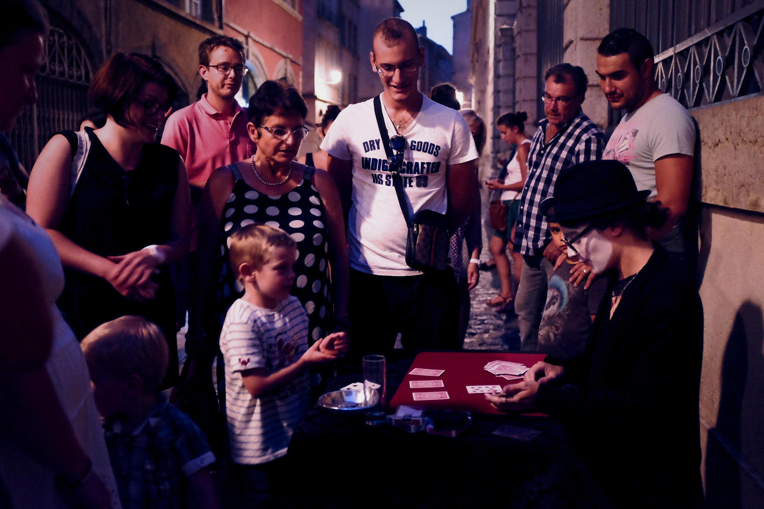 illusionniste Lyon magicien Lyon mariage Close up  animation Lyon Lou illusionniste Lou magicien ill