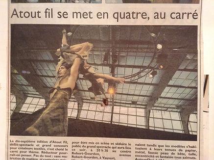 Sacha dans son numéro de main à main cirque pour le concours Atout fil au carré