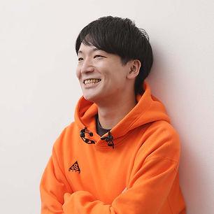 サンゼ_実写オレンジパーカー.jpg