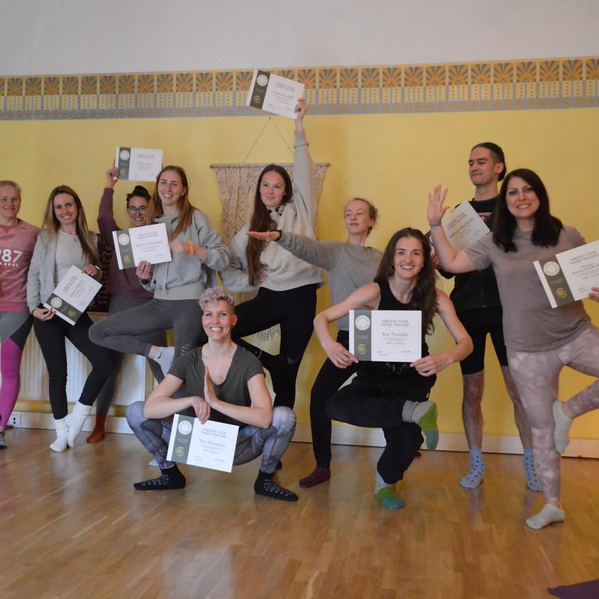 Weekend Yoga Teacher Training (200hr)