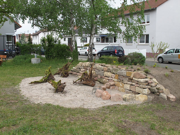 21-05-13 Trockenmauer mit Sand und Wurze