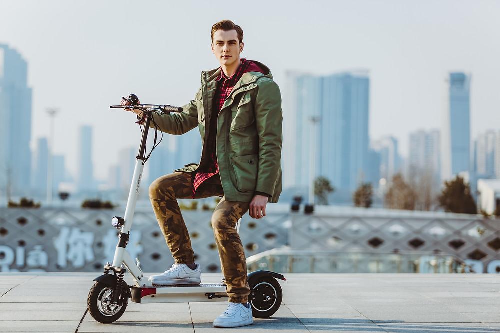 patinete eléctrico Joyor con asiento