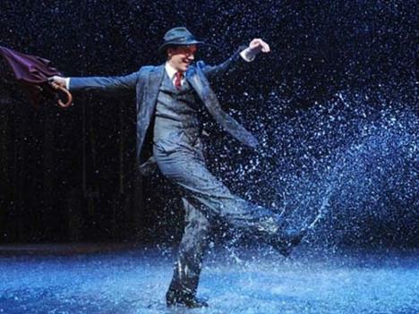 Viver é não esperar a tempestade passar… É aprender a dançar na chuva.