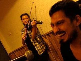 vaneesa violinist and paul burnett bass.