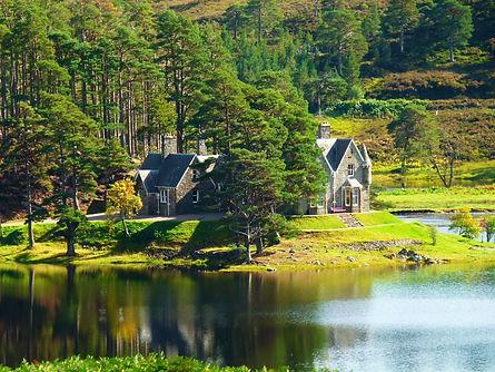 Glen_Affric_Lodge_-_panoramio.jpg -Wikim