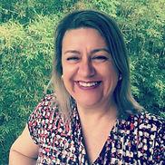 Foto de Maristela que ofereceu seu depoimento muito positivo sobre a utilidade do e-book AS 28 REGRAS - O Guia Definitivo para Construir SUA CASA SUSTENTÁVEL, para seus plsnos de construir a nova casa.