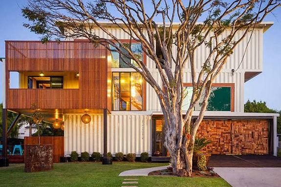 Foto da Casa Conteiner australiana, de tecnologia extremamente sustentável, com 3 pavimentos e acabamento de muita qualidade plástica.