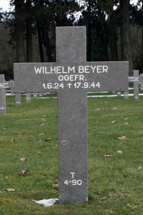 T 4-90 Wilhelm Beyer.jpg