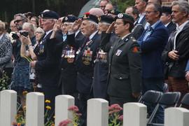 Herdenking op de begraafplaats