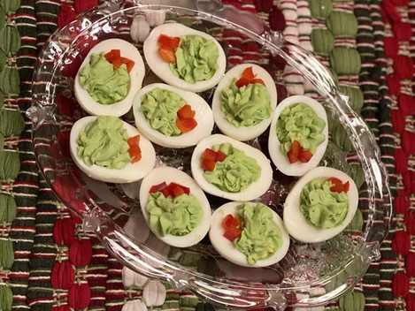 Quick and Easy Christmas Deviled Egg Wreaths