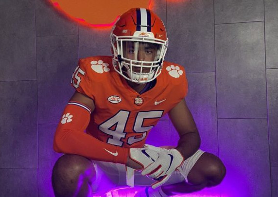 Clemson makes it official with offer to LB Tausili Akana