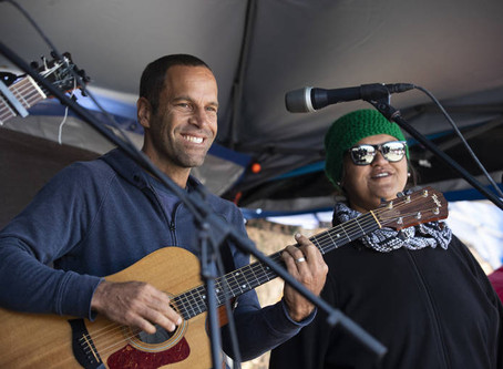 Musician Jack Johnson visits Mauna Kea for jam session with TMT opponents