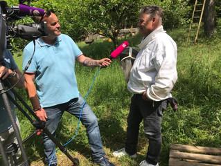 Sat1-Bayern zu Gast in der Bienenwelt