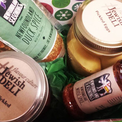 Nlseasonings with the Jewish Deli for some Holiday spice and hand made condiments! #jewishdeli #bold