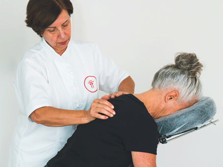 Massagem terapêutica para dores lombares crônicas