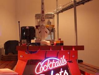 Robots mezclando cócteles