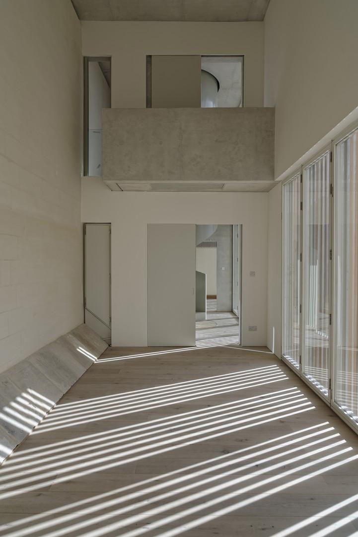 high_ceiling_room_2_©_alex_attard_ALX923