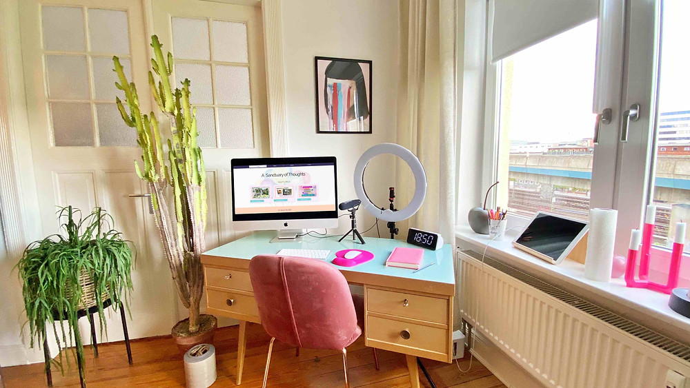 Photo by Catherina Schurman | Lifestyle Blogs | Work from Home Essentials