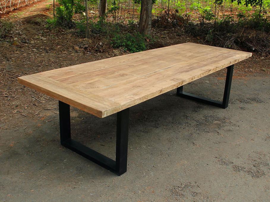 DiningTable - Thick U-Shaped Legs / Recycled Teak