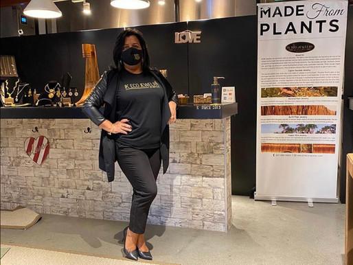 Iona Klais inaugura sua loja IK ECO JEWELRY em alto estilo de Capim Dourado na região de Boston!