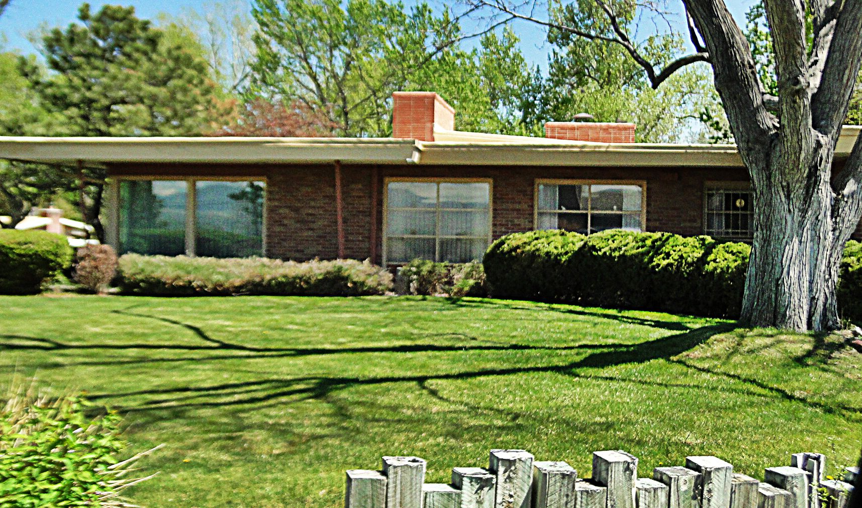 Realtor-Specializing-In-Applewood-Paramount-Heights-Mid-Century.jpg