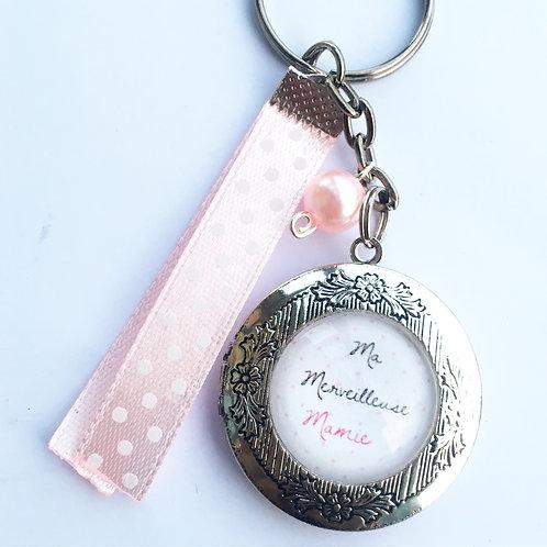 Porte-clé médaillon photos avec perles Prénom