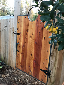 Cedar gate with top ring