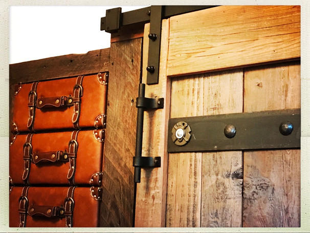 Unique closet barndoor