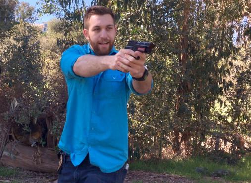 Jim (Austin Fuerst) gun dranw