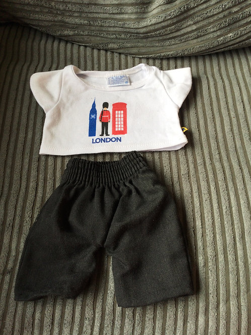 Build a bear outfit London t-shirt with black trousers