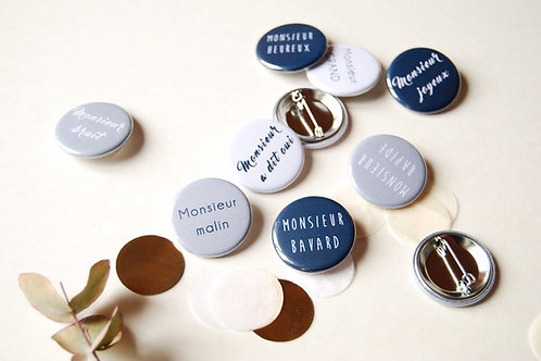 EVG - Lot de 12 badges Monsieur