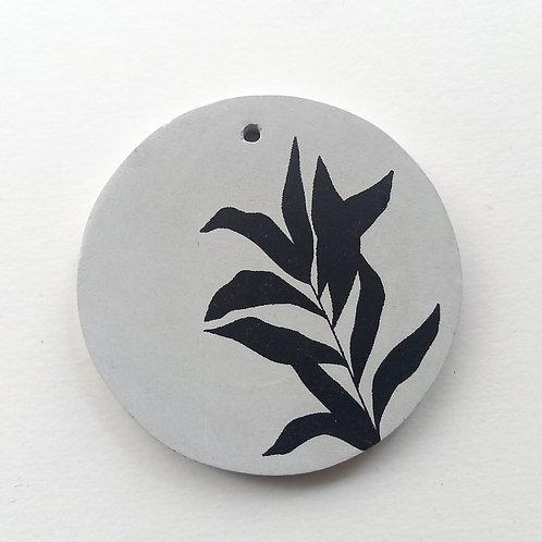 Médaillon gris Plante