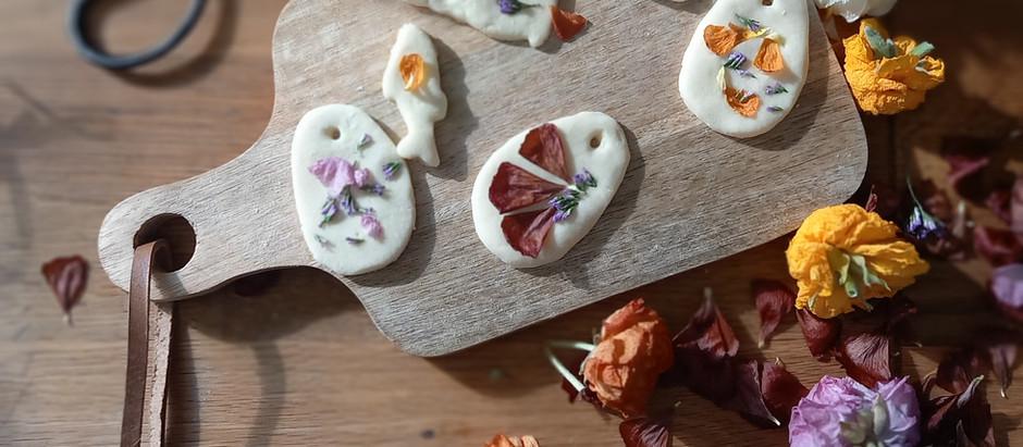Petite déco en pâte à sel et fleurs séchées pour Pâques
