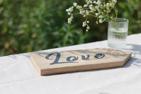 """Flèche en bois """"Love"""""""