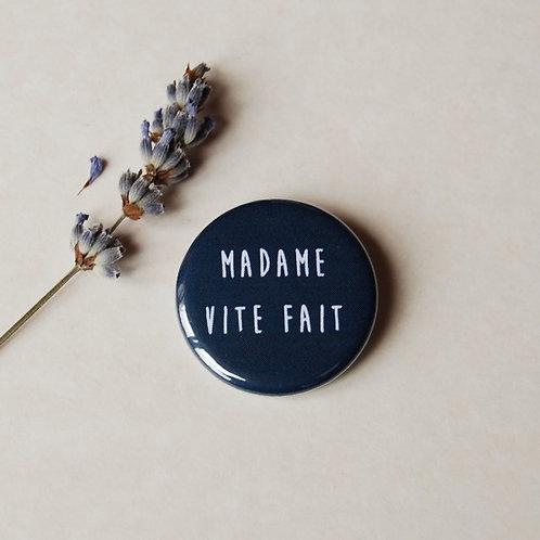 Badge Madame vite fait