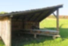 Shelter med langbord og udekøkken