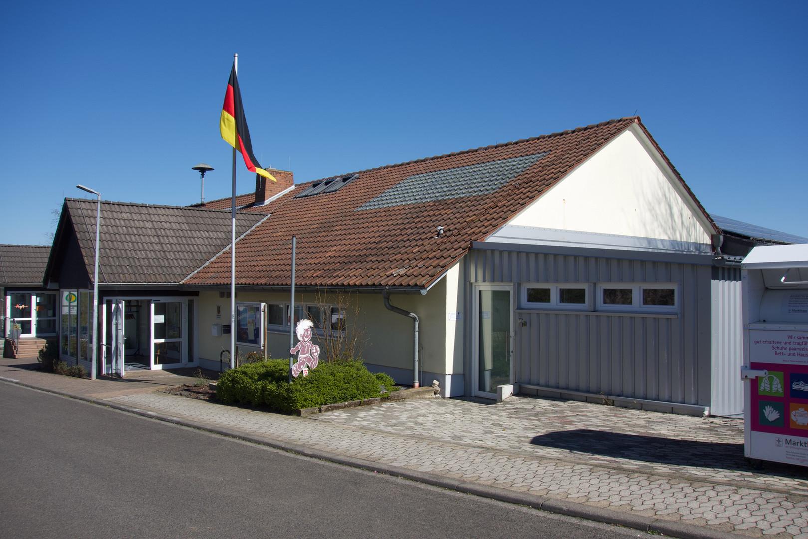Eingang der Naheblickhalle und Büro der Ortsbürgermeisterin Frau Sand