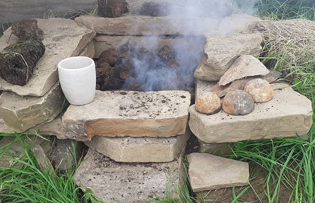 'Hearth' peat firing of Neolithic Grooved ware pot
