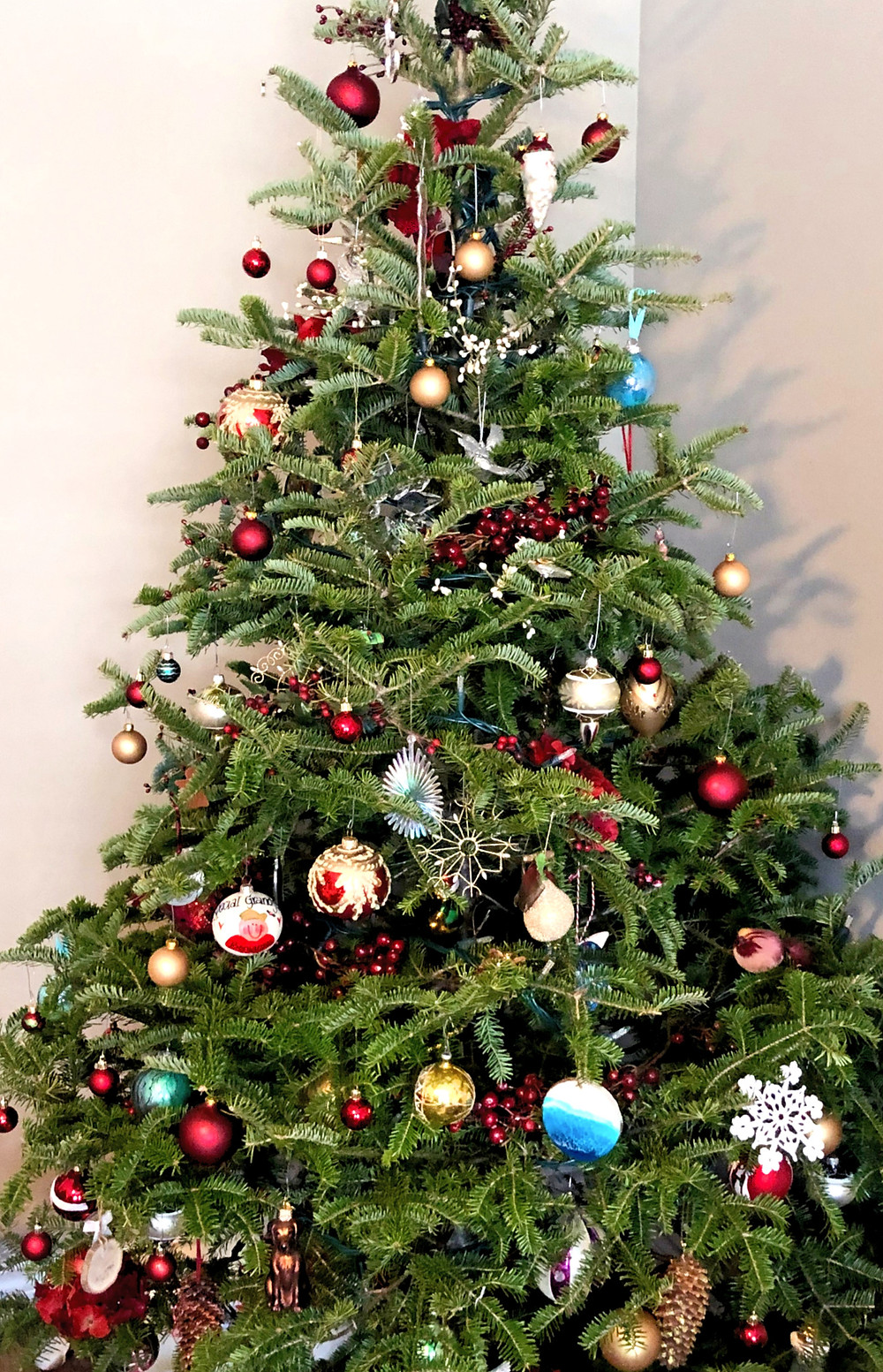 A decorated Christmas tree by Kimberley Eddy