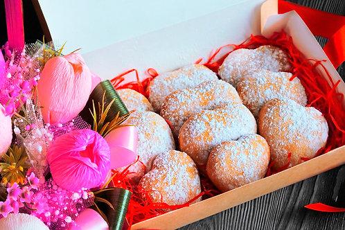 Подарочное имбирно- пряничное печенье в виде сердец.