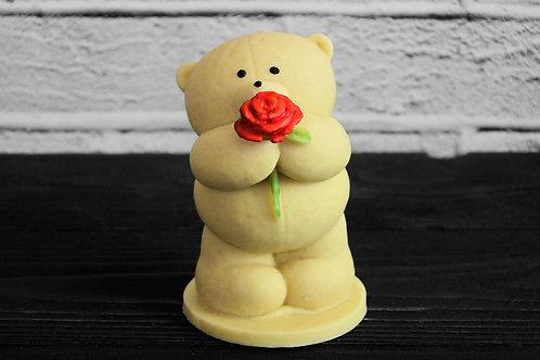 """Фигурка """"Мишка с цветком"""" из белого бельгийского шоколада. 165 г"""