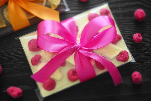 Плитка из белого бельгийского шоколада с дыней и малиной. 100 г