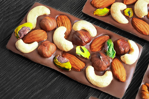 Молочный бельгийский шоколад с кешью, фисташкой, миндалём и фундуком.