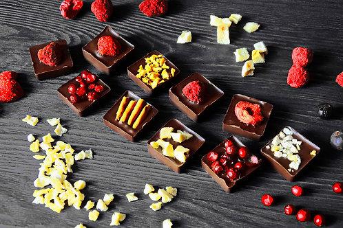 """Кусочки из тёмного шоколада 10 шт """"Ассорти"""""""