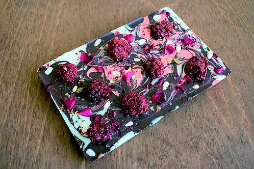 Три шоколада с ежевикой, морской солью и розой 100 г.»