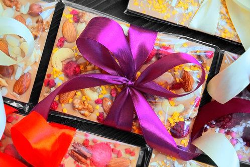 Карамельный бельгийский шоколад с малиной, манго и орехами. 120 г