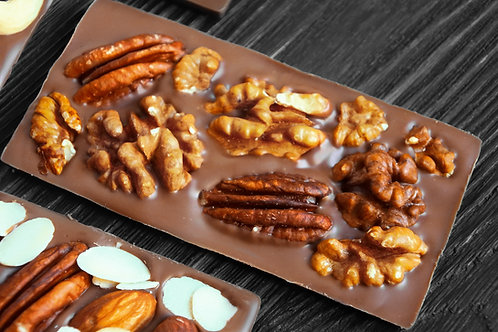 Молочный бельгийский шоколад с пеканом и грецким орехов