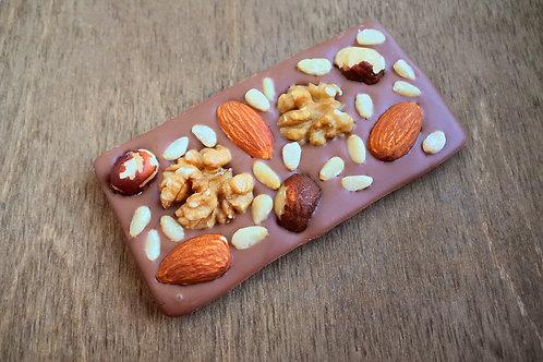Молочный шоколад Lait Selection 35,7% с цельными орехами 30 г.