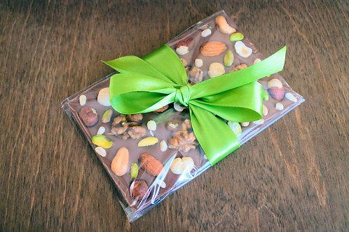Молочный шоколад Lait Selection 35,7% с орехами 100 г.