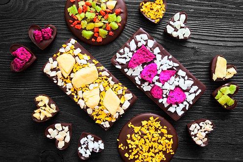 Набор из темного шоколада с экзотическими вкусами.